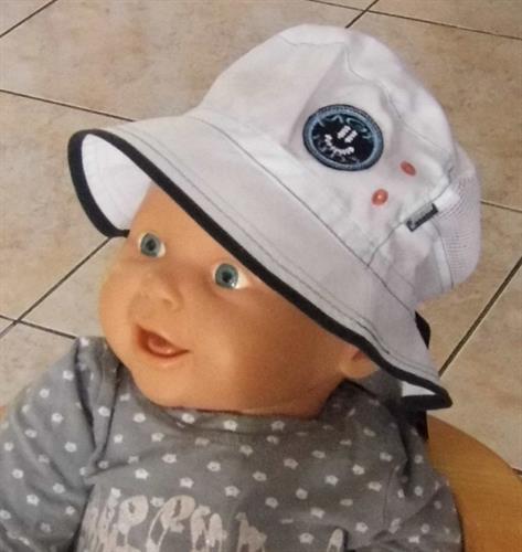 Bavlněný kojenecký klobouček - bílý