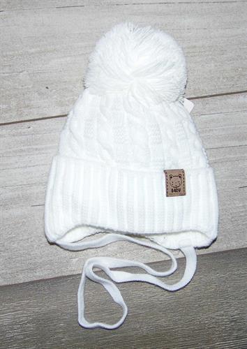 pletená čepice s bambulí - bílá