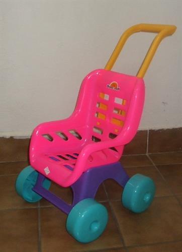 sportovní plastový kočárek pro panenky