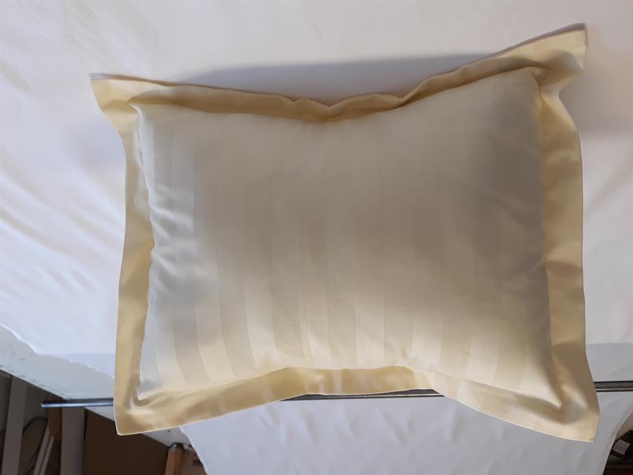Povlak na dekorační polštářek damašek žlutý