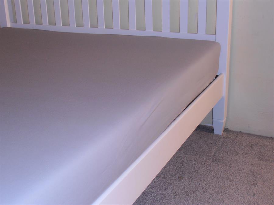 Jerseyové napínací prostěradlo dvoulůžko 180x200 bar. šedá