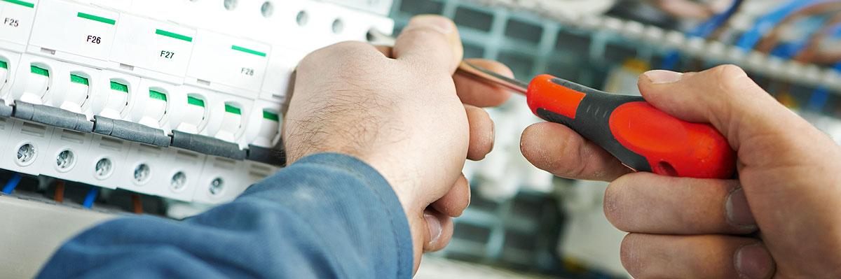 Provádíme kompletní dodávku elektroinstalace jak silnoproudé tak i slaboproudé, včetně všech materiálu.