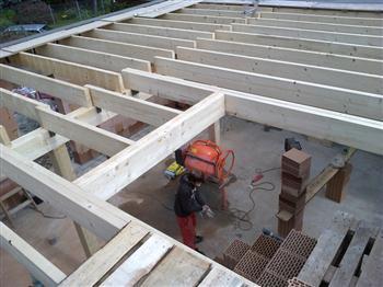 5 Pohled na kompletní strop-dřevěný