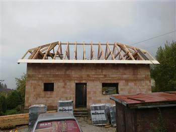 9 montáž bednění krovu