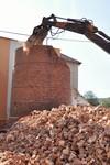 Demolice tovarniho komina - strojni bourani