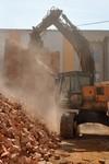 Demolice tovarniho komina - strojni bourani 2