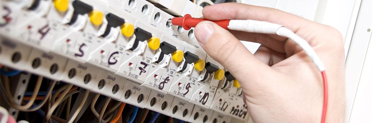 Na námi dodanou elektroinstalaci je vyhotovena výchozí revize elektrického zařízení.